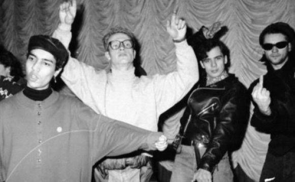 people clubbing in black and white Historias del Madrid Electrónico
