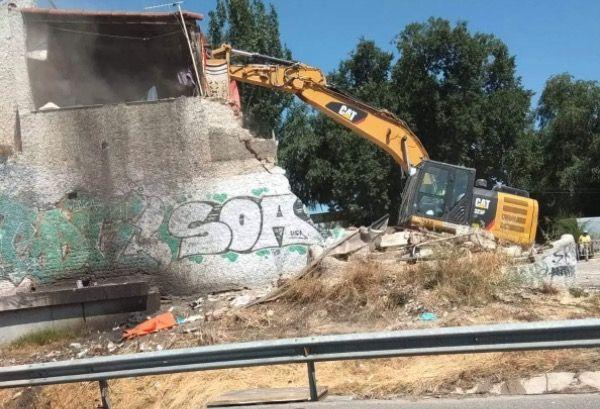 truck demolition building