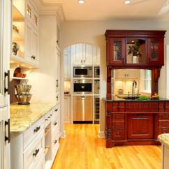 White Kitchen Buffet Cabinet Manufacturers List 在厨房自助餐 舒适的设计与扭曲 经典的理想选择是采用天然实木制成的自助餐 配有雕刻外墙 这个属性将为您的厨房增添一丝优雅的贵族气息和魅力