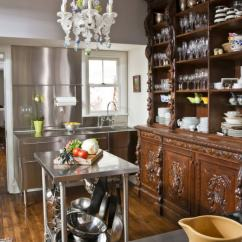 White Kitchen Buffet Commercial Island 在厨房自助餐 舒适的设计与扭曲 经典的理想选择是采用天然实木制成的自助餐 配有雕刻外墙 这个属性将为您的厨房增添一丝优雅的贵族气息和魅力