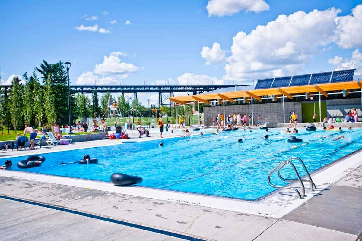 Cool off in pools and spray parks this summer rat creek for Garden city pool hours