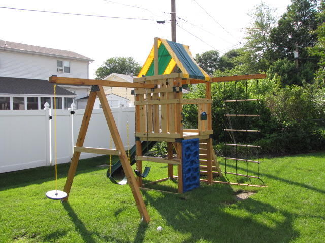 Swing set front right
