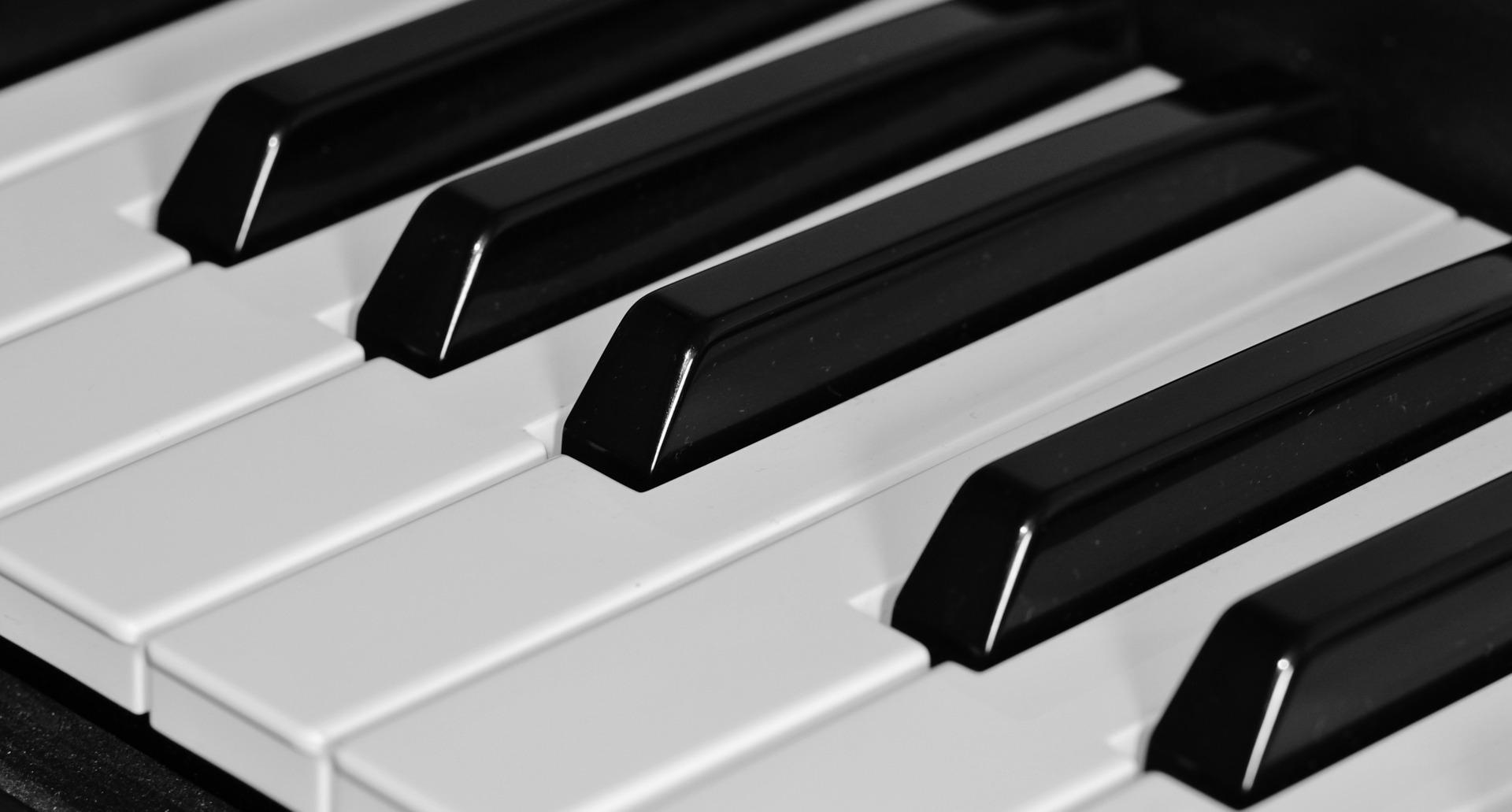 Zahnpasta – Hausmittel gegen vergilbte Klaviertasten