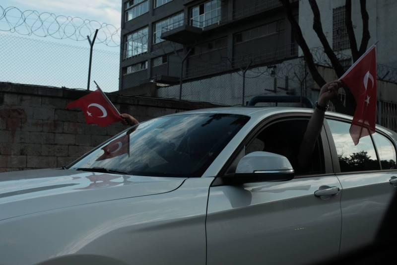 Flaggen in der Türkei am Montag nach dem Putschversuch