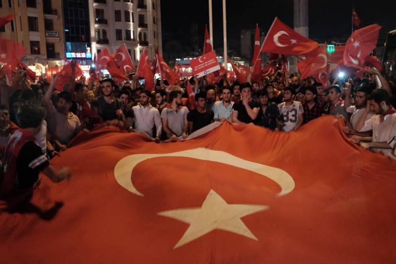 Taksim Platz 18.07.2016 - Türkei Flagge