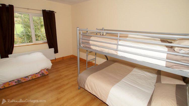 Sea View House Rathmullan Donegal - bunk bedroom