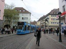 Raitiotie Freiburgin kävelykeskustassa