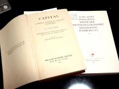 資本論英語版(1918年、左)と第2版(新MEGA 第2部第6巻、右)