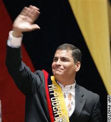 就任式終了後、支援者に手を振るコレア大統領=15日、キト(AP)