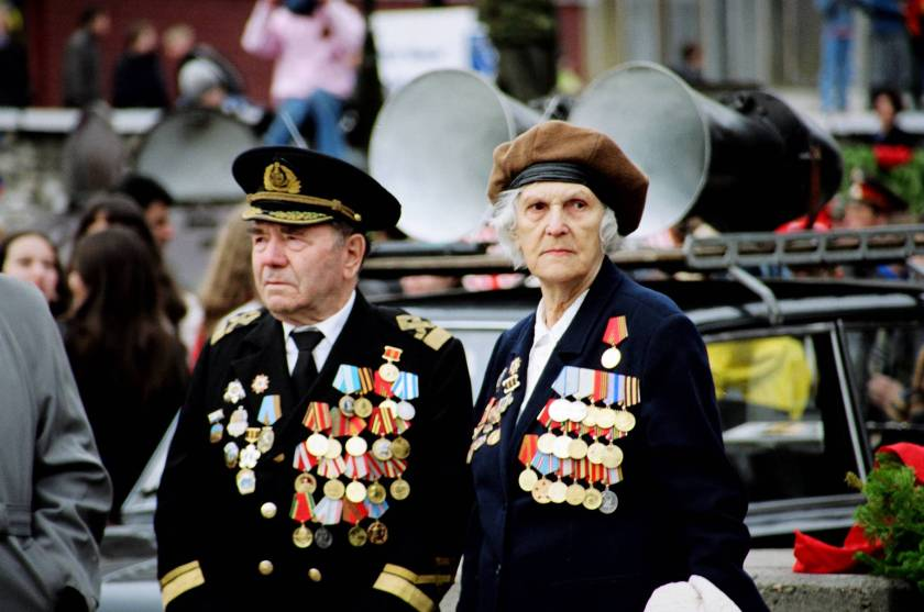 Man and women war veterans