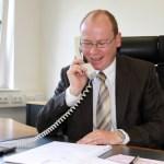 Bürgermeister Mario Loskill telefoniert