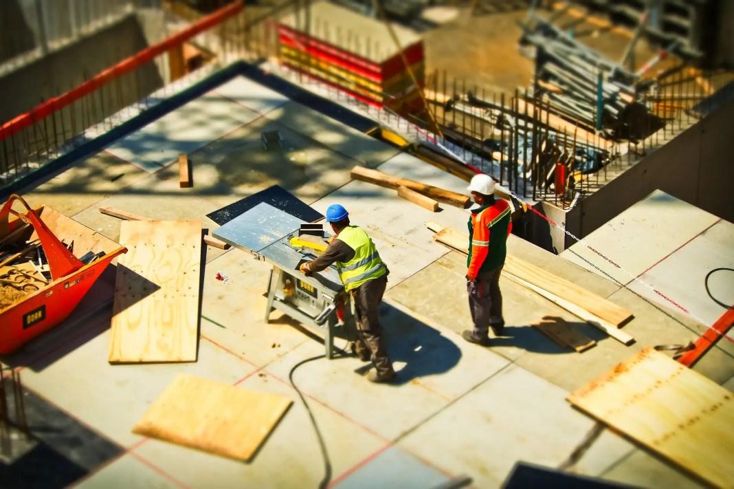 En blandad entreprenad är när entreprenaden innehåller både byggnation och tjänster