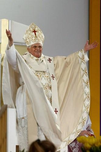 Pope+Benedict+XVI+Celebrates+Mass+Yankee+Stadium+rhoDkXqLOiul