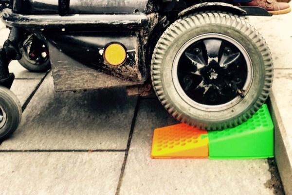 Mini rollstuhlrampe mit einem 3d drucker selber drucken raul krauthausen aktivist f r - Rollstuhlrampe selber bauen ...