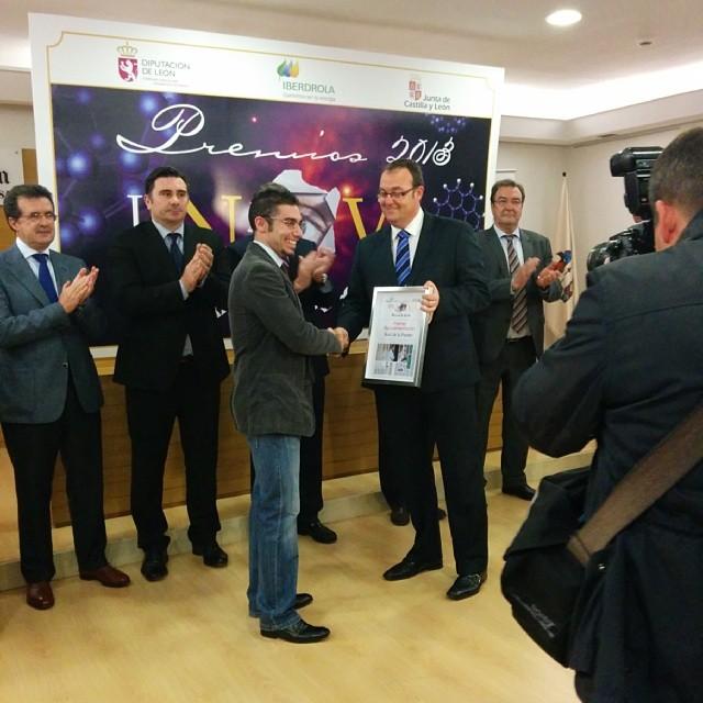 Ahí estoy recogiendo uno de los premios Innova 2013 #Ciencia