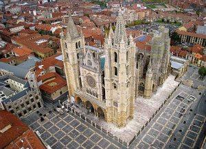 León turismo