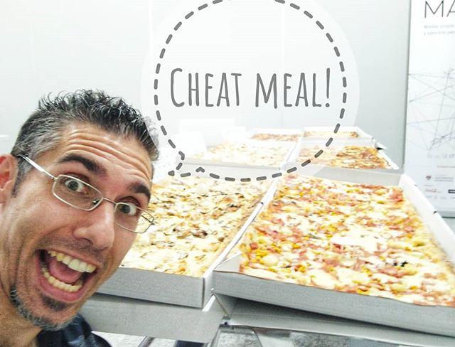 6 metros de pizza en buena compañía ¡todo un gustazo!