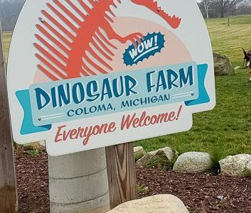 Dinosaur Farm – Weird Roadside Attraction