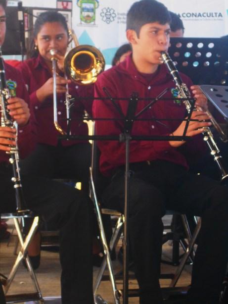 Jóvenes integrantes de la Banda Sinfónica Infantil y Juvenil de Zapotitlán de Vadillo.