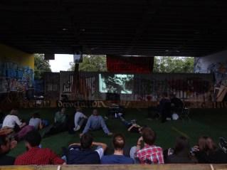 """über 60 Personen schauten am Montag abend den Film """"La Haine"""" beim Conteiner."""