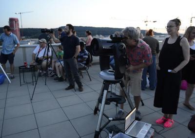 Die Teleskope werden eingerichtet. Bild: Mirjam Müller