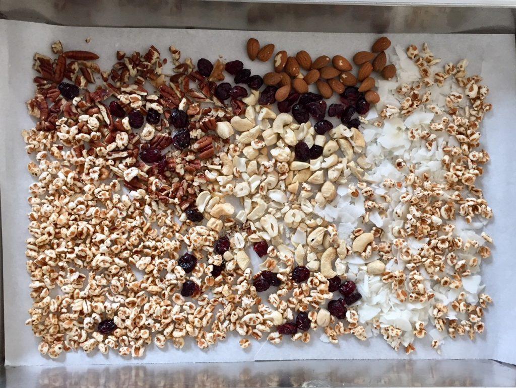 Nüsse und Quinoa und Kokos ... es gibt nichts was man nicht der Schokolade versenken kann
