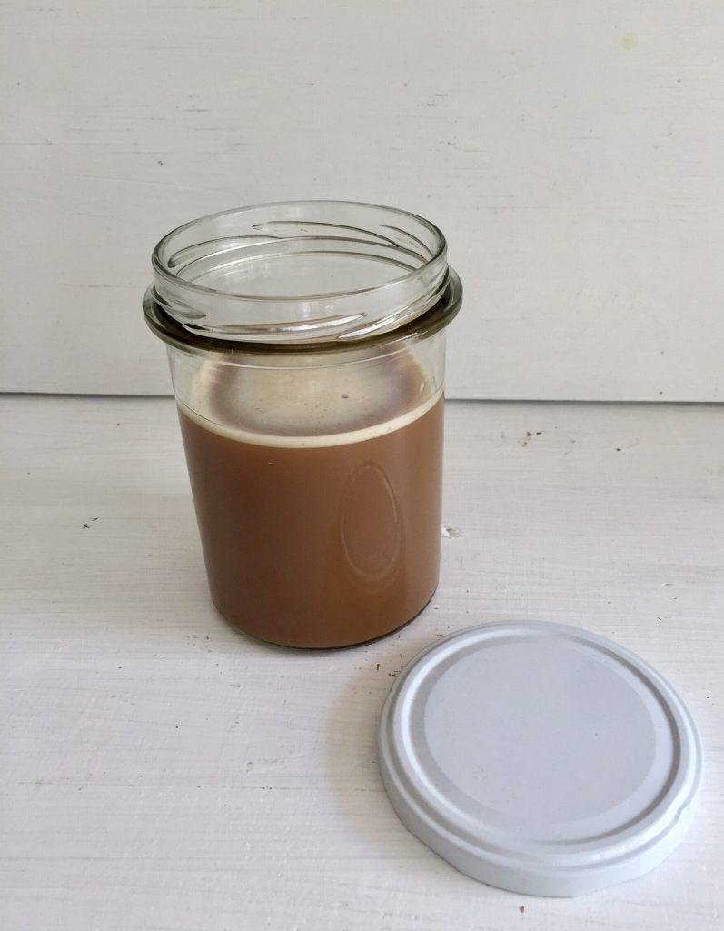 Kaffeebecher aus Glas brauchen fest sitzende Deckel
