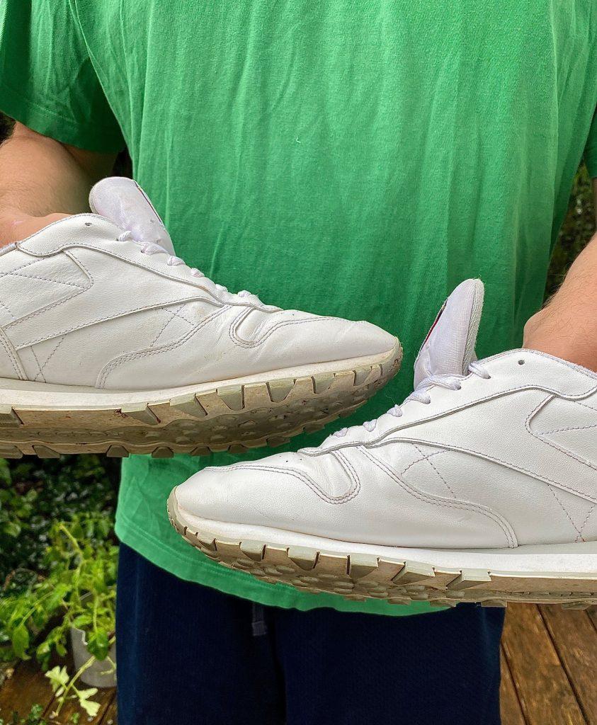 Haushaltstipps Sneaker und Gesichtswasser