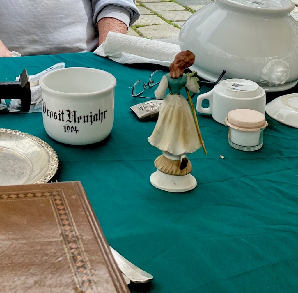 Quiz Wien Tasse auf Flohmarkt