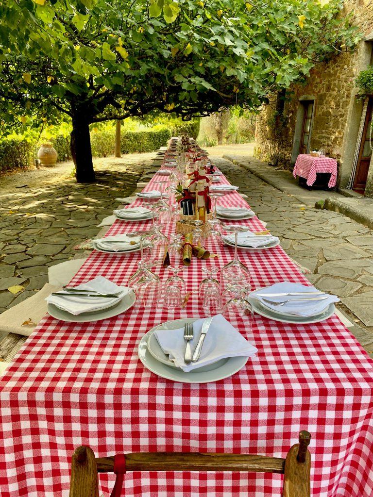 Weitblick beim Essen in der Fattoria La Vialla