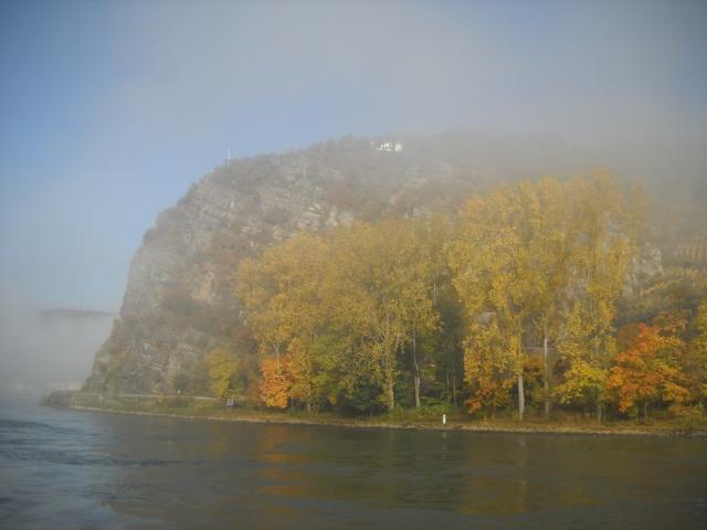 Die Loreley im Nebel, Rhein