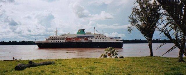 MS Alexander von Humboldt auf dem Amazonas
