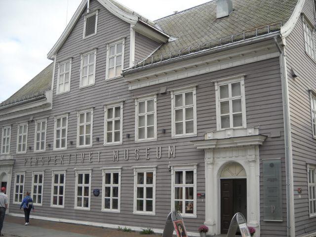 Das Perspektivetmuseum ein graues Holzhaus