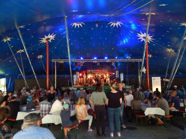 blaues Zirkuszelt Bluesfestival Blues, Schmus, Apfelmus Laubach