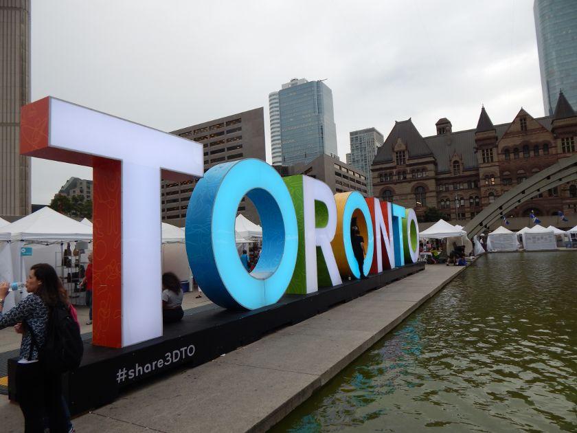 10 Gründe, warum sich ein Urlaub in Toronto lohnt! Folge mir in die Stadt.