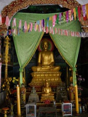 Buddha im Tempel in Kampong Tralach