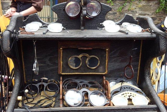 alte Brillen am Mittelaltermarkt Oberwesel