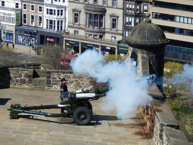 Edinburgh One O'Clock Gun (13-Uhr-Kanone)