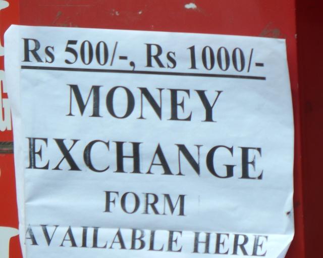 Formulare zum Tausch alter indischer Rupien