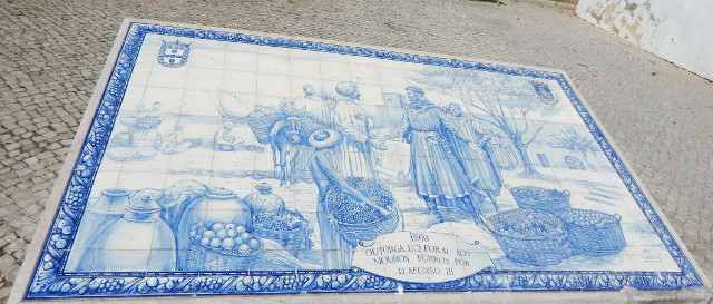Azuleijo, Kachelbild mit der Übergabe der Stadt Faro von den Mauren an König Alfonso.