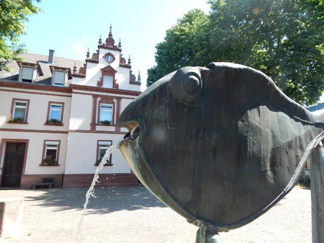 Der Speyerer Fischbrunnen am Fischmarkt.