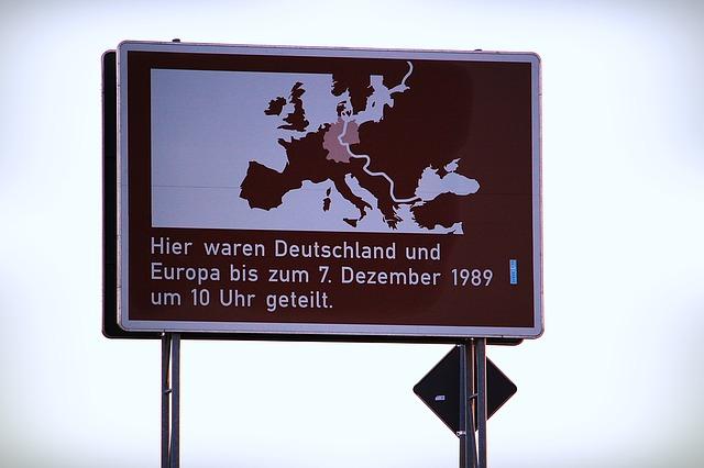 Grenzerfahrung, Gedenkschild an die Grenze zwischen Deutschland und der DDR.