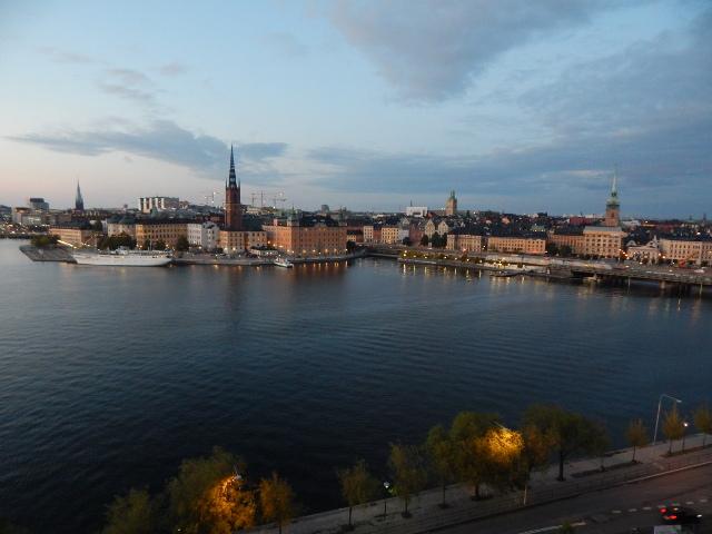 Blick vom Monteliusvägen auf das Rathaus in Stockholm