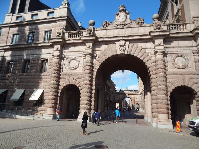 Das Tor zum Reichstagsgebäude in Stockholm.