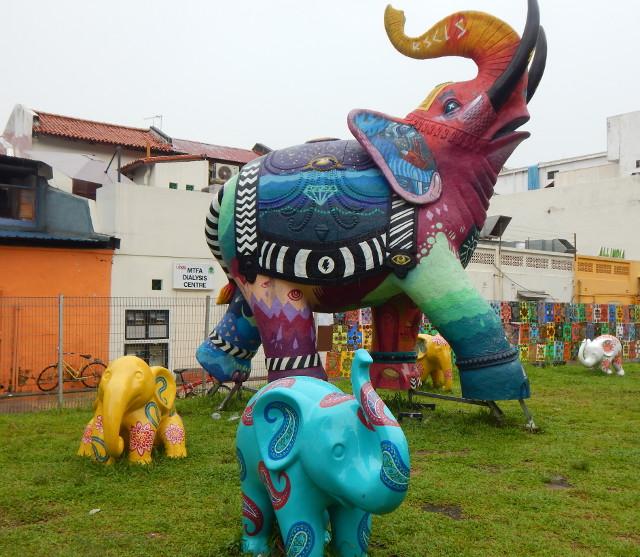 Bunte Elefantenparade an der Hindoo Road