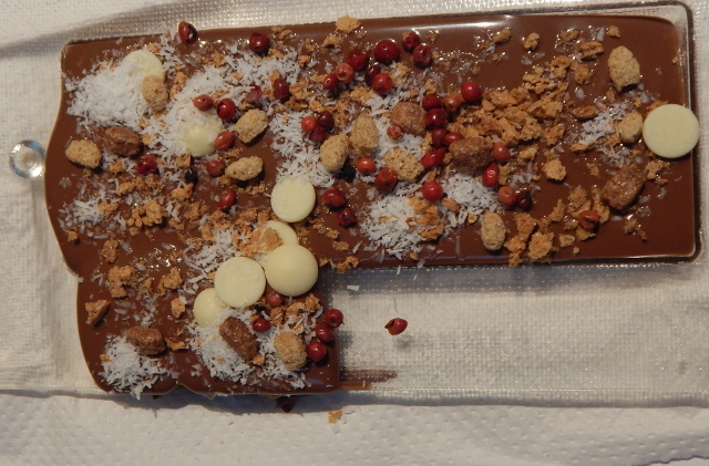 Meine selbst gemachte Schokolade mit Kokosflocken und mehr.