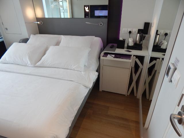 Schlafzimmer im Yotel Singapur