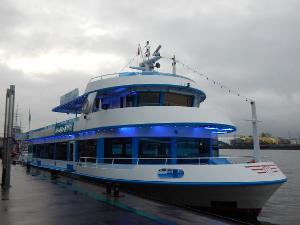 Hafenrundfahrt in Hamburg an Weihnachten mit der Hansestar.
