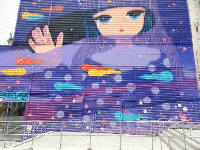 Street Art in New York cosmic traveller von Stickymonger.