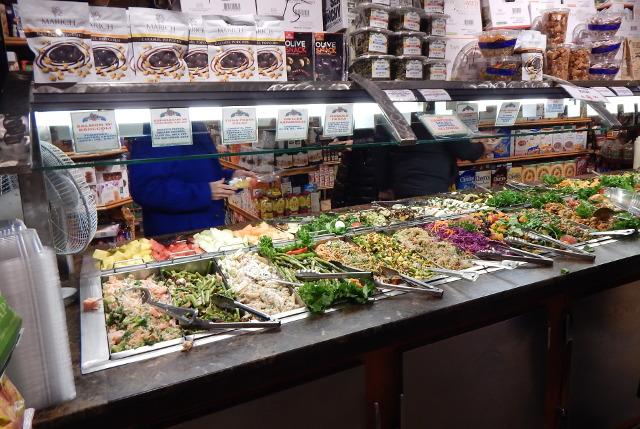 Buffets, die nach Gewicht bezahlt werden. günstig Essen in New York